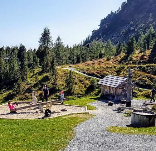 Der schöne Kinder-Erlebnis-Spielplatz in den Alpen - Nocky's Almzeit auf der Turracher Höhe in den Kärntner Nockbergen - Österreich