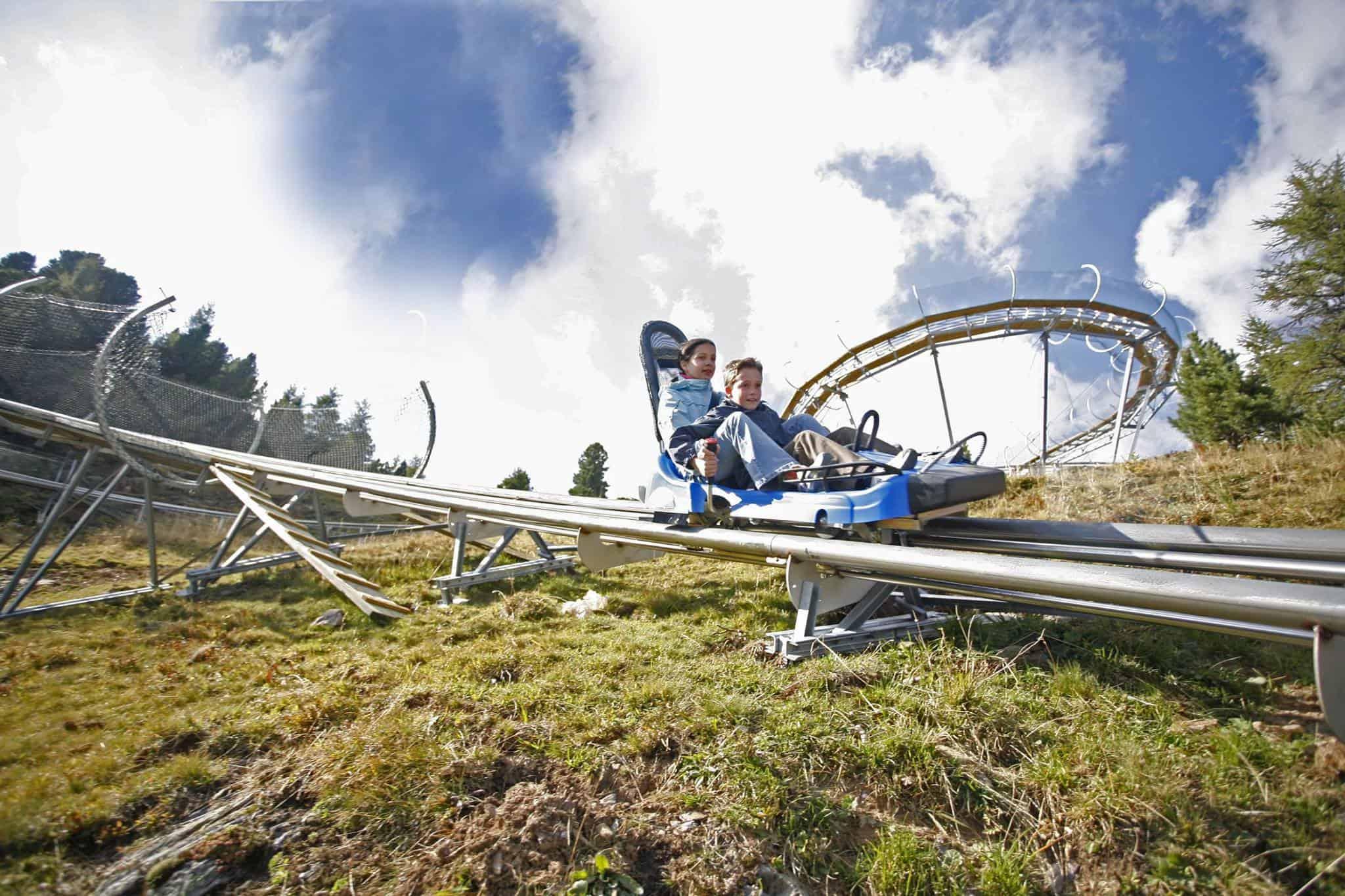 Mit der Rodelbahn Nocky-Flitzer auf der Turracher Höhe ins Tal. Berg- und Talfahrt mit der Bergbahn ist mit der Kärnten Card gratis.