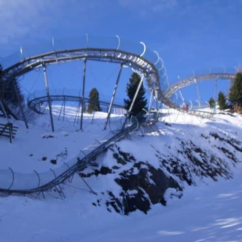 Winterrodelbahn Nocky Flitzer Turracher Höhe in Kärnten. Alpenachterbahn im Winter. Ausflugsziel für die ganze Familie in Österreich.