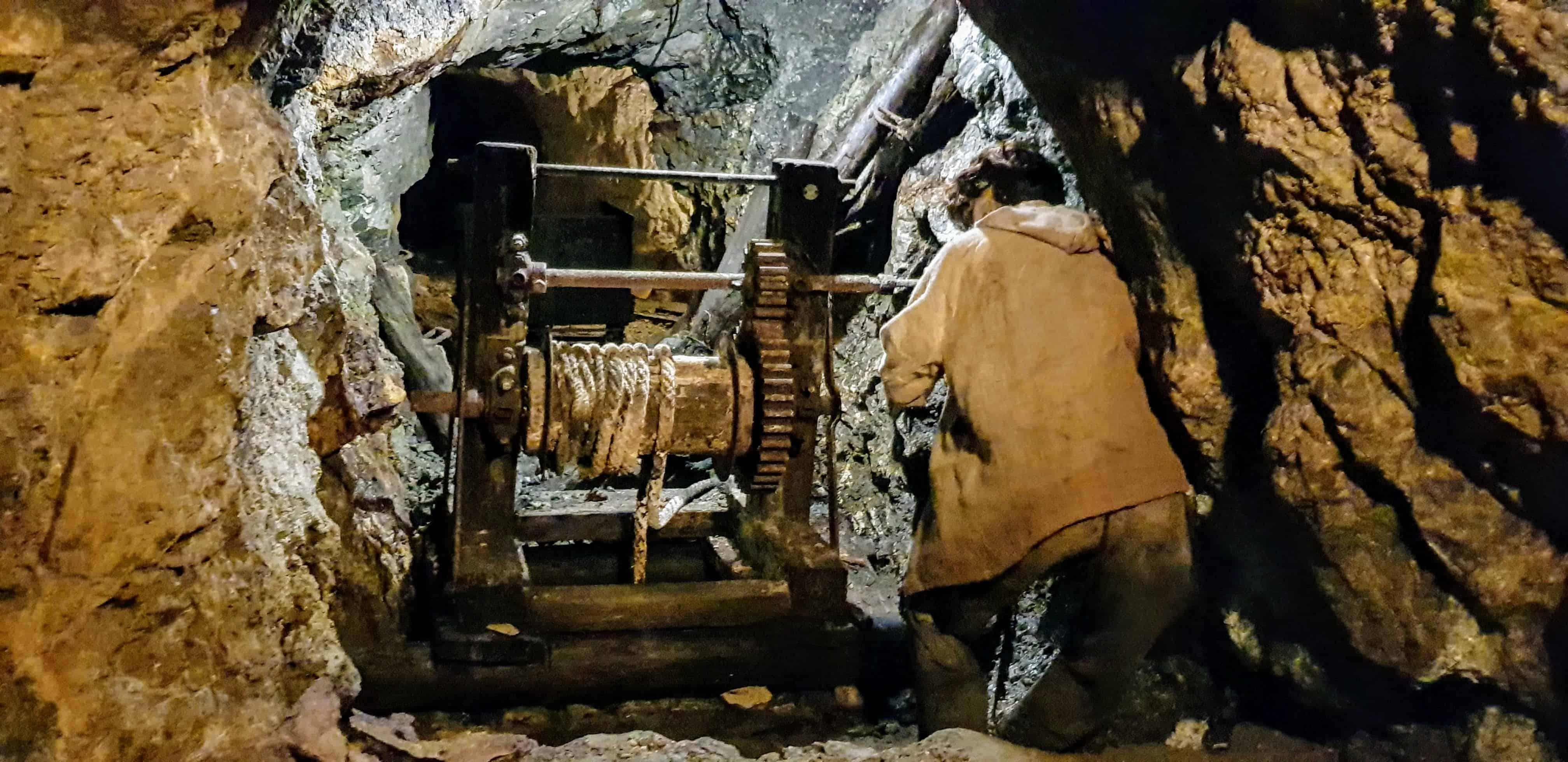 Nachstellung Arbeit im Stollen des Bergwerks Terra Mystica Bad Bleiberg