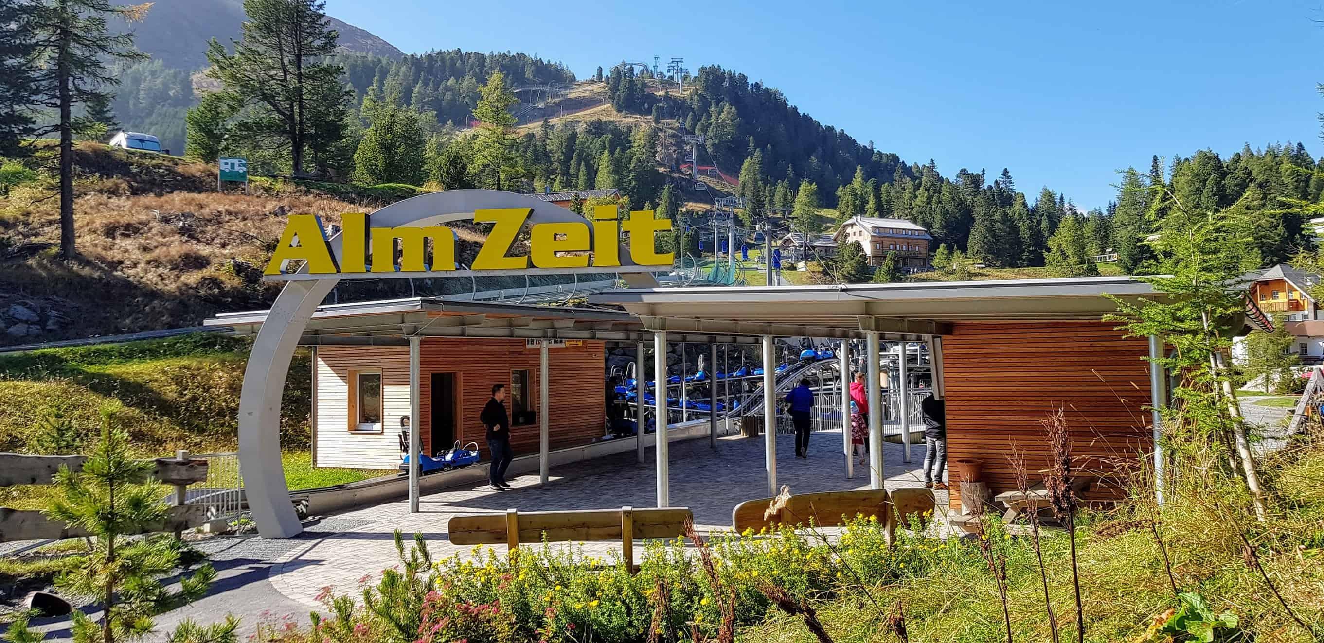 Startplatz Bergbahn Panoramabahn auf der Turracher Höhe zur Sommerrodelbahn und dem Erlebnisspielplatz