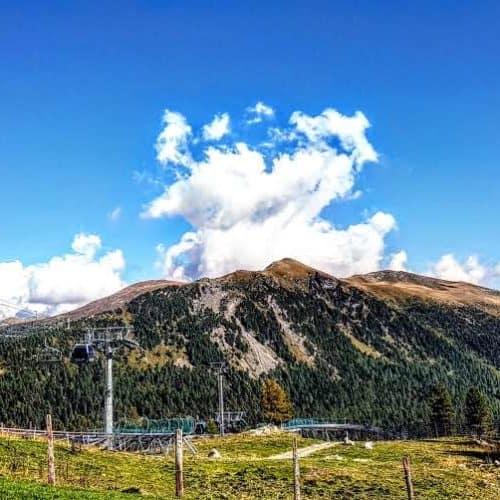 Turracher Höhe Wandern - Aussicht Bergbahn Panoramabahn - auf Nockberge in Kärnten. Schoberriegel und weitere Gipfel - Österreich
