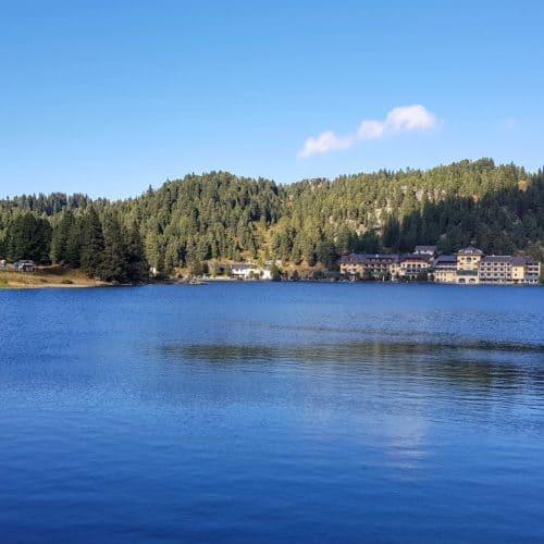 Turracher See auf der Turracher Höhe bei Ausflug zur Sommerrodelbahn Nocky Flitzer im Sommer