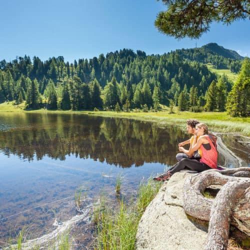 Bergsee bei Wanderung auf der Turracher Höhe in den Nockbergen und Urlaub in Kärnten.
