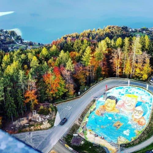 3-D Kunst am Ausflugsziel Pyramidenkogel in Kärnten Keutschach mit Donald Trump und Greta Thunberg für Klimaschutz