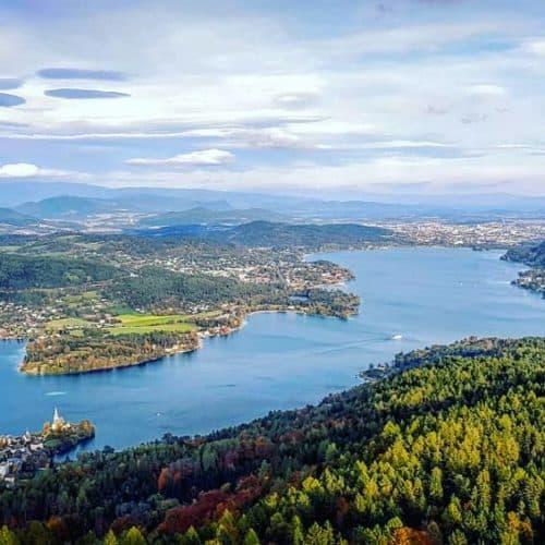 Ausflugsziel mit dem schönsten Panorama in Kärnten: Der Pyramidenkogel - hier mit Blick auf Klagenfurt, Maria Wörth & Wörthersee