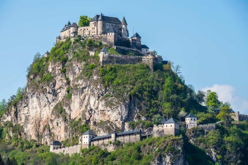 TOP-10 Ausflugsziel Burg Hochosterwitz in Kärnten, Österreich - Ausflugs-Highlight und Sehenswürdigkeit für die ganze Familie