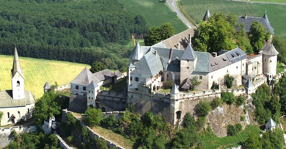 Burganlage Burg Hochosterwitz Kärnten für familienfreundlichen und kinderfreundlichen Tagesausflug in Kärnten, Österreich
