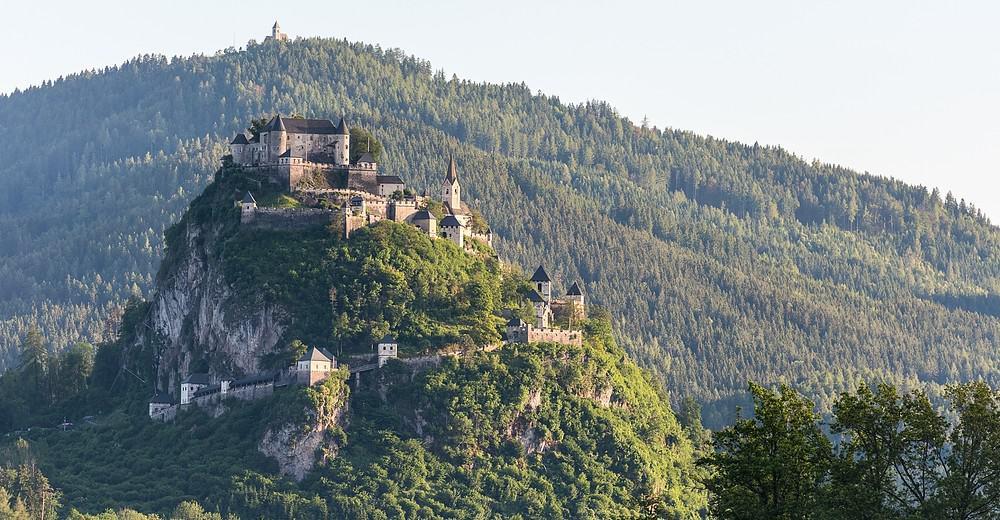 Ausflugstipp in Kärnten - Besuch der Burg Hochosterwitz in der Ferienregion Mittelkärnten, Österreich. Am Bild: Burganlage