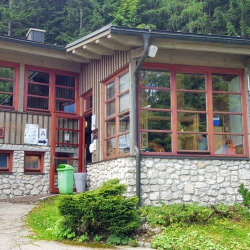 Eingang zu den Obir Tropfsteinhöhlen mit Kassa & Höhlencafè - Ausflugsziel in Kärnten