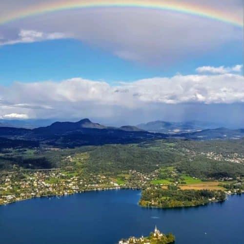 Aussicht auf Maria Wörth und Wörthersee vom Pyramidenkogel - Sehenswürdigkeit in Österreich