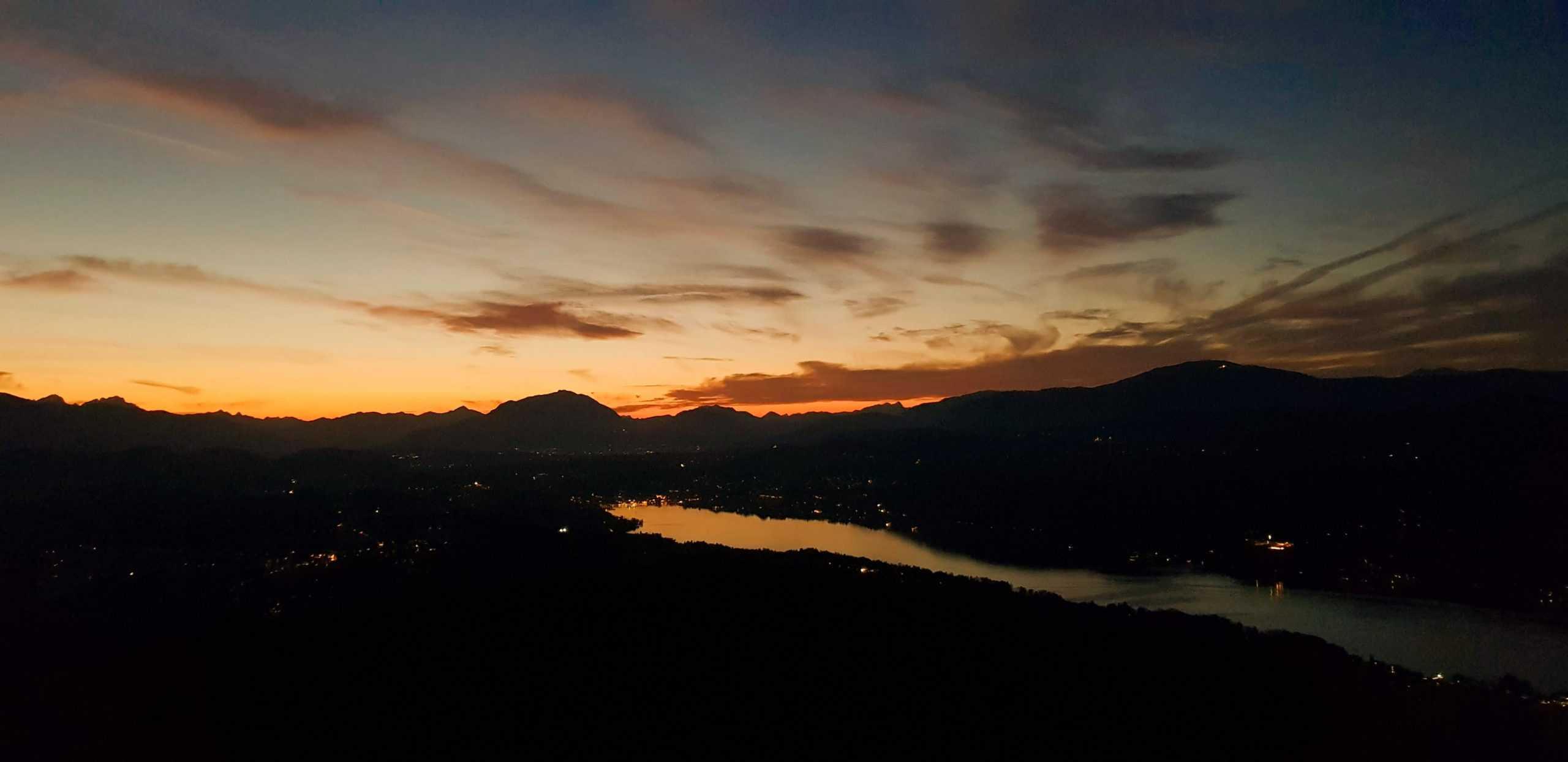 Sonnenuntergang über Velden am Wörthersee bei Abend-Ausflug auf Pyramidenkogel