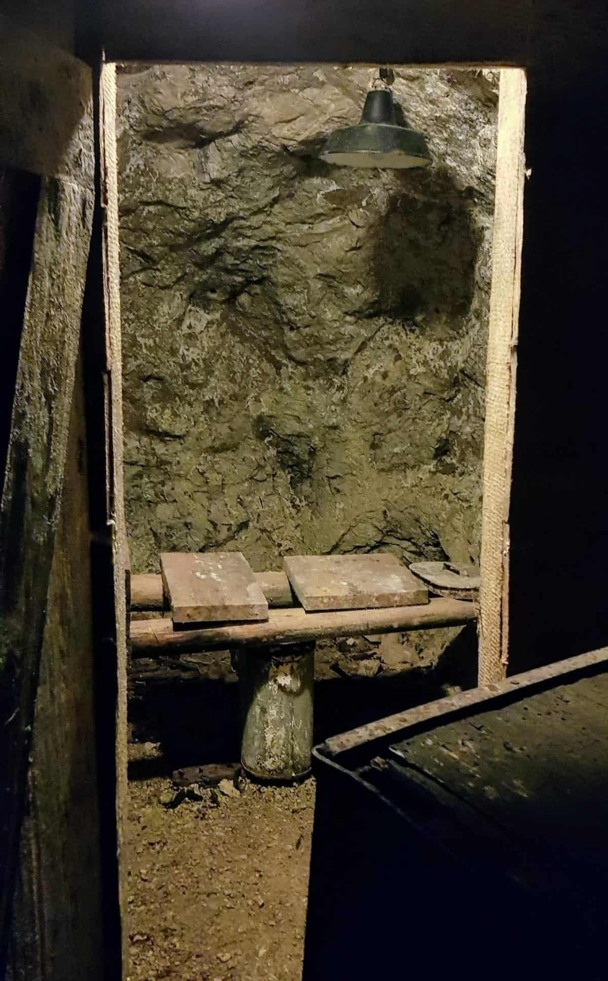 Stilles Örtchen im Stollen der Schaubergwerke Terra Mystica in Kärnten - Bergwerk & Ausflugsziel Nähe Villach in Bad Bleiberg