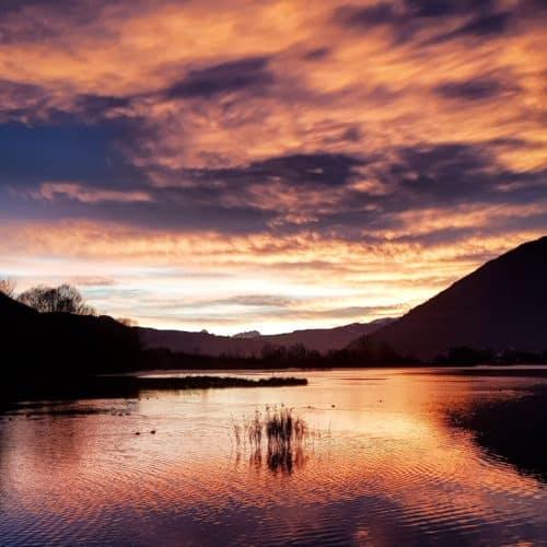 Ausflugsziele Winter Kärnten - das Bleistätter Moor in der Region Villach - Ossiacher See. Schöne Wanderung mit Sonnenuntergang.