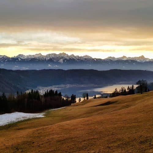 Wanderung Ossiachberg in Kärnten, Region Villach - Faaker See - Ossiacher See im Jänner.