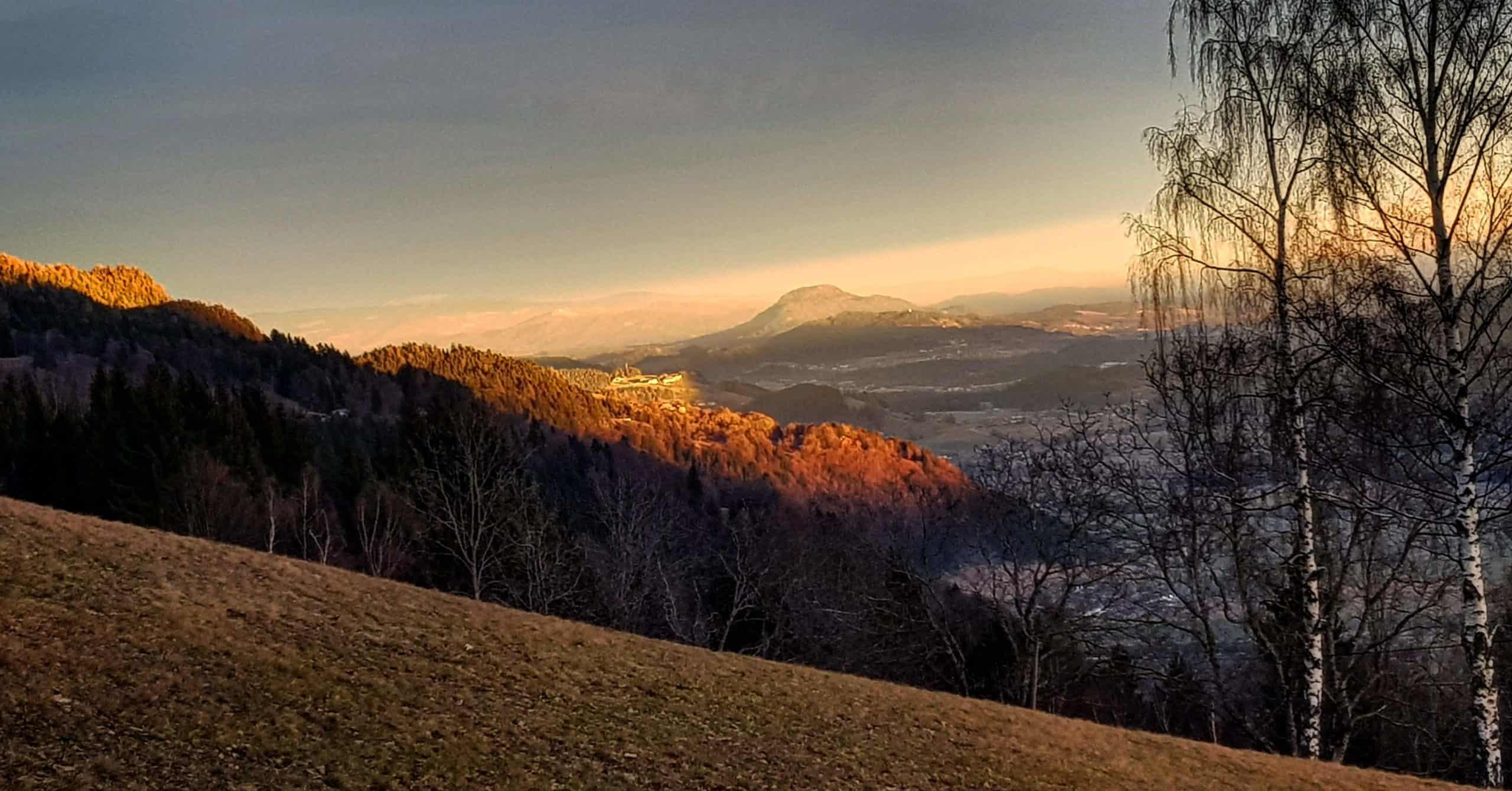Winterwandern Region Villach - Faaker See - Ossiacher See mit Sonnenuntergang und Blick auf Feldkirchen in Kärnten