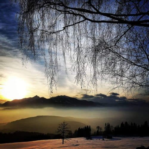 Winterwandern Region Millstätter See in Kärnten - Abendstimmung mit Schneelandschaft