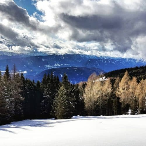 Winter wandern Gerlitzen Alpe in der Region Villach Ossiacher See in Kärnten, Österreich. Winterlandschaft.
