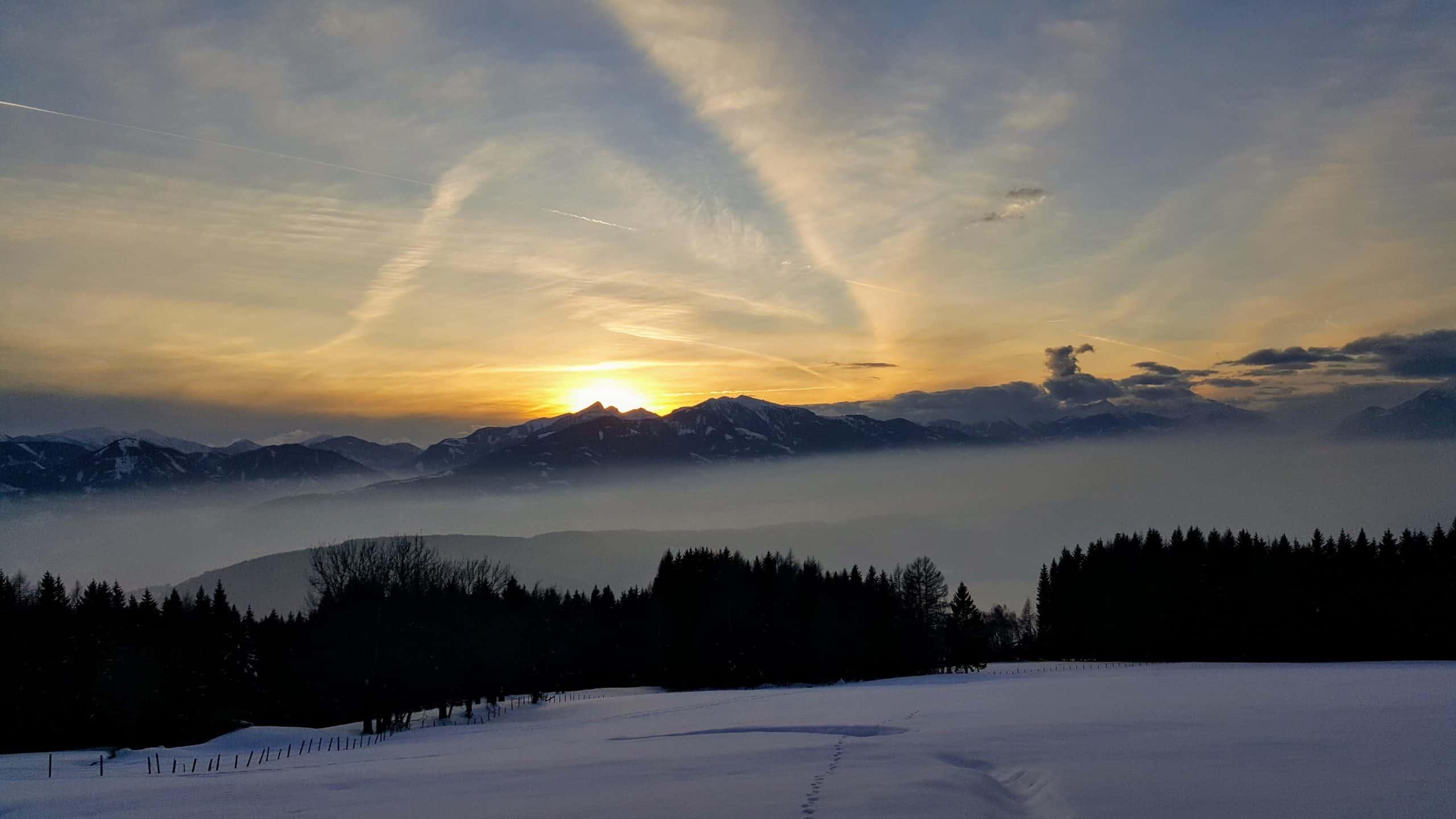 Winterlandschaft Nockberge Urlaubsregion Millstätter See in Kärnten - Sonnenuntergang