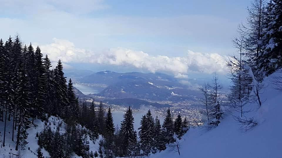 Skitour auf Dobratsch mit Blick auf Ossiacher See & Villach in Österreich, Kärnten.