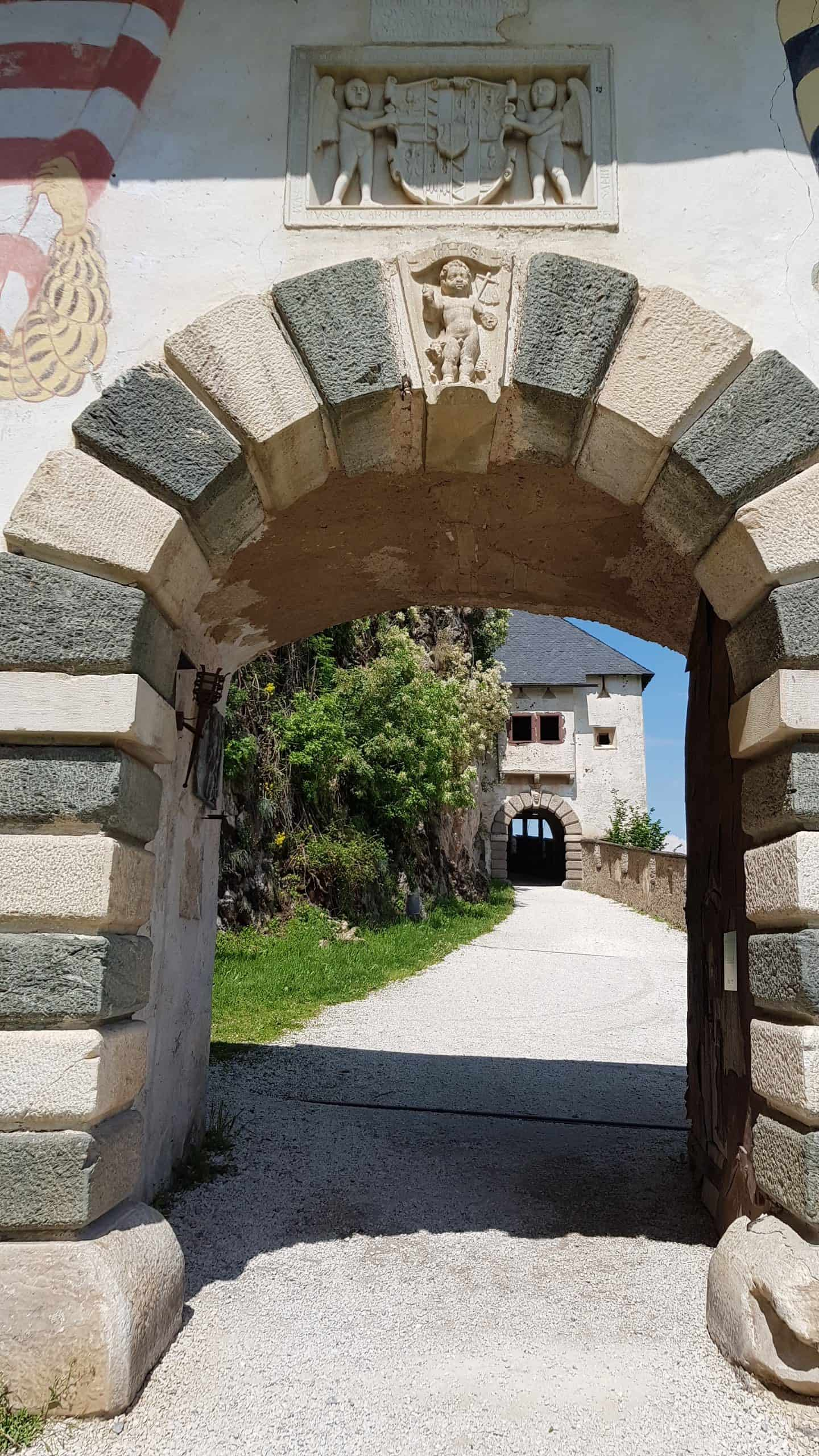 Fähnrichtor. 1. Tor Burg Hochosterwitz - Sehenswürdigkeit & Ausflugsziel in Österreich.