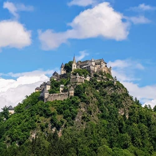 Ausflug ins Mittelalter in Österreich - Ansicht Burg Hochosterwitz in Kärnten auf Felskegel