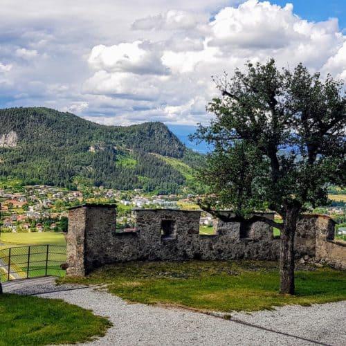 Aussicht vor dem Kirchentor auf der Burg Hochosterwitz - Sehenswürdigkeit in Österreich