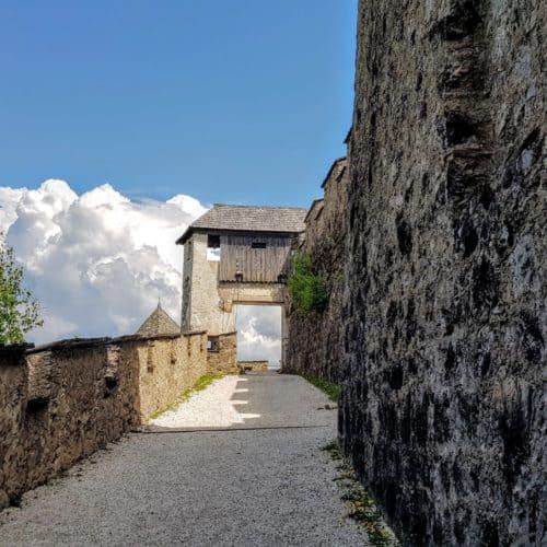 Mittelalterliche Burgtore - Brückentor Burg Hochosterwitz in Kärnten, Nähe St. Veit. Urlaub in Österreich