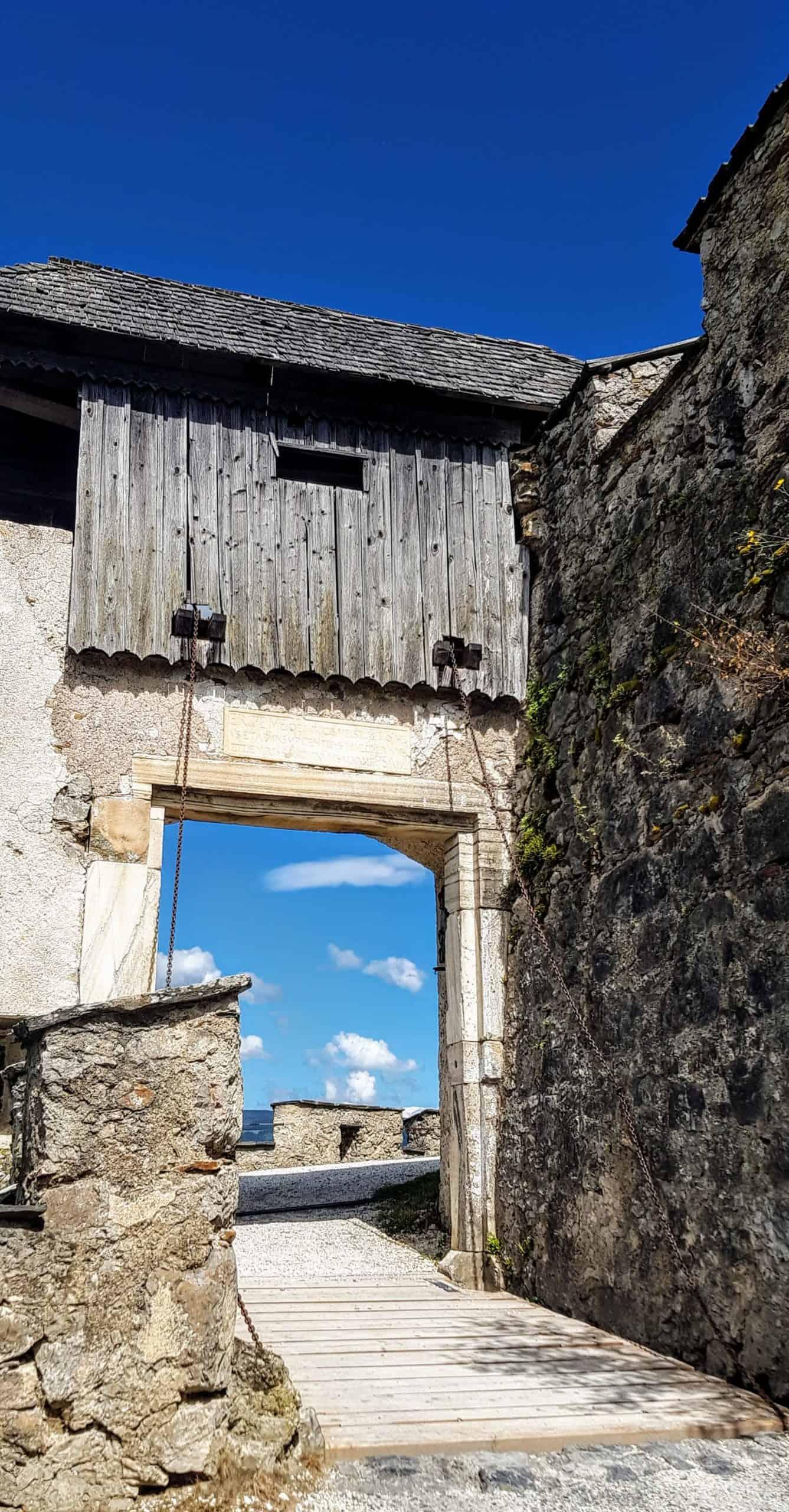 Brückentor - eines der 14 Burgtore der Burg Hochosterwitz in Kärnten, Nähe Klagenfurt am Wörthersee und St. Veit