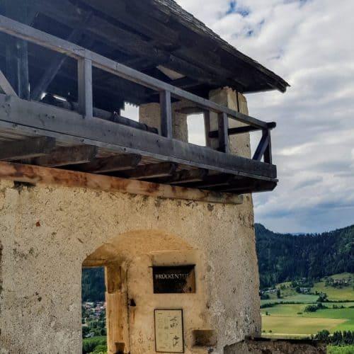 Historisches Brückentor zur Verteidigung von Feinden im Mittelalter - Sehenswürdigkeit in Österreich, Kärnten