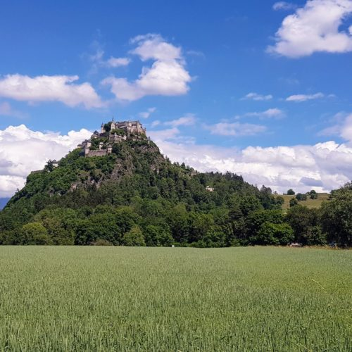 Ausflugsziel und Sehenswürdigkeit in Österreich - die mittelalterliche Burg Hochosterwitz in Kärnten