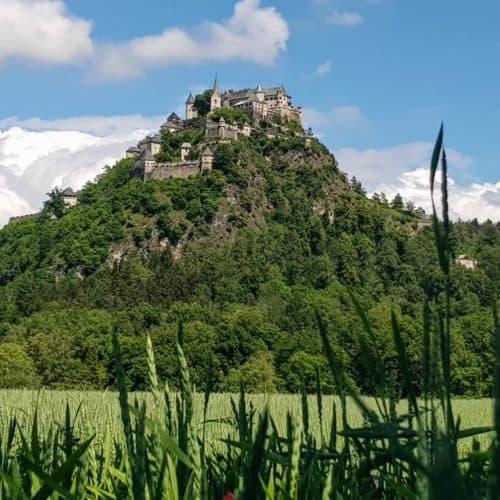 Burgen und Schlösser in Österreich - Burg Hochosterwitz. Mittelalterliche Burg auf Fels in Kärnten.