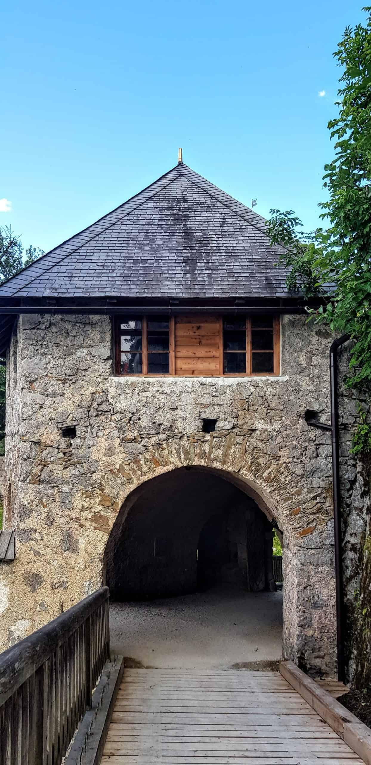 Engeltor - mittelalterliches Burgtor auf der Burg Hochosterwitz in der Nähe von Klagenfurt am Wörthersee in Kärnten