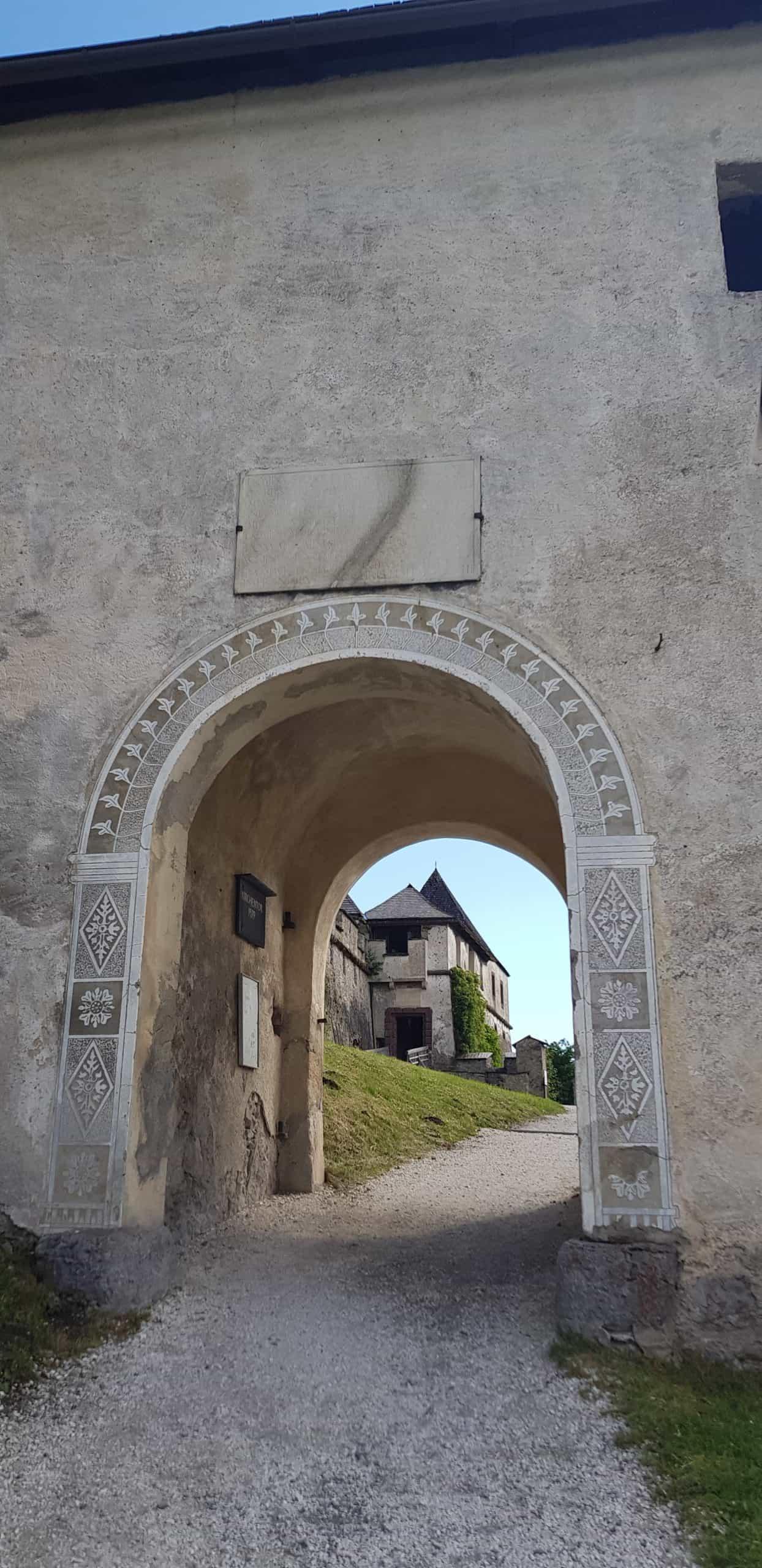 Kirchentor auf Mittelalter-Burg Hochosterwitz in Kärnten. Ausflugsziel Nähe Klagenfurt und St. Veit