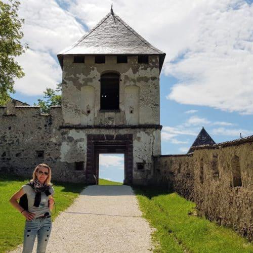 Landschaftstor - eines der 14 Burgtore der Burg Hochosterwitz in der Urlaubsregion Mittelkärnten in Österreich.