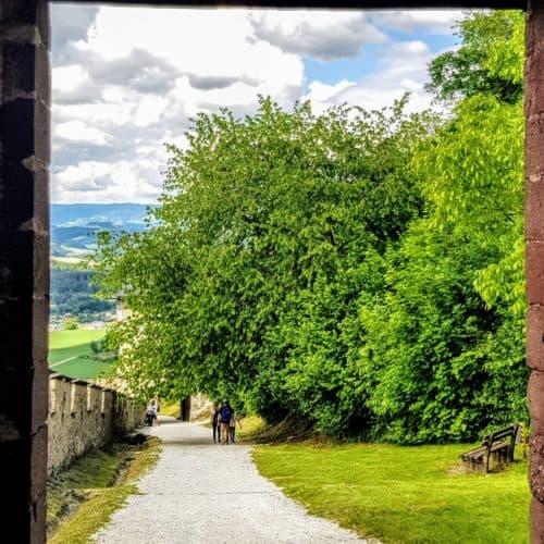Landschaftstor - eines der 14 Burgtore der familienfreundlichen Burg Hochosterwitz in der Urlaubsregion Mittelkärnten in Österreich.
