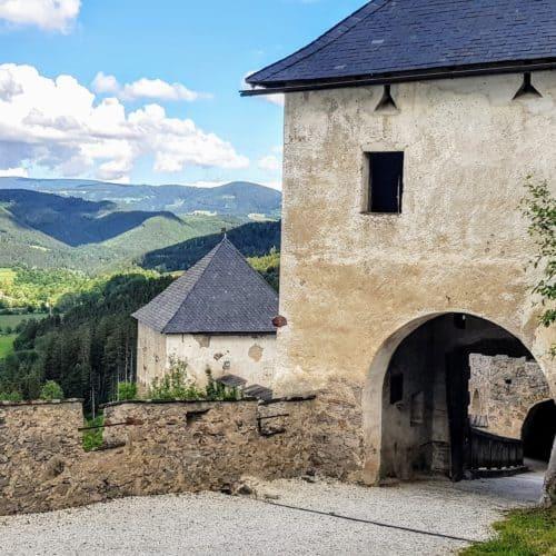 Geschichte Kärnten - Mittelalter: Rückseite Löwentor auf der Burg Hochosterwitz in der Nähe von St. Veit