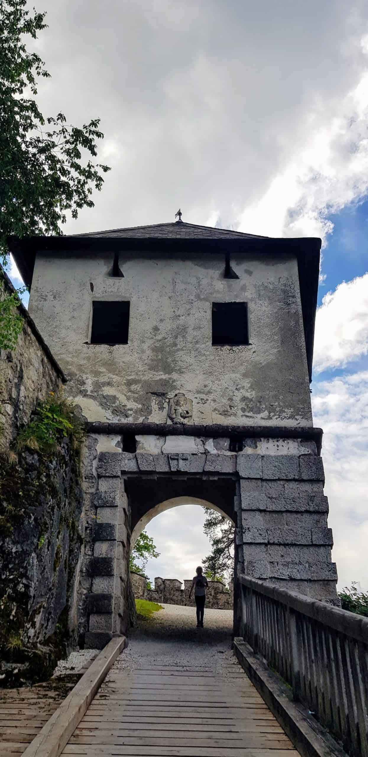 Löwentor - Burgtor des familienfreundlichen Mittelalter-Ausflugsziels Hochosterwitz in Österreich. Frei mit Kärnten Card.