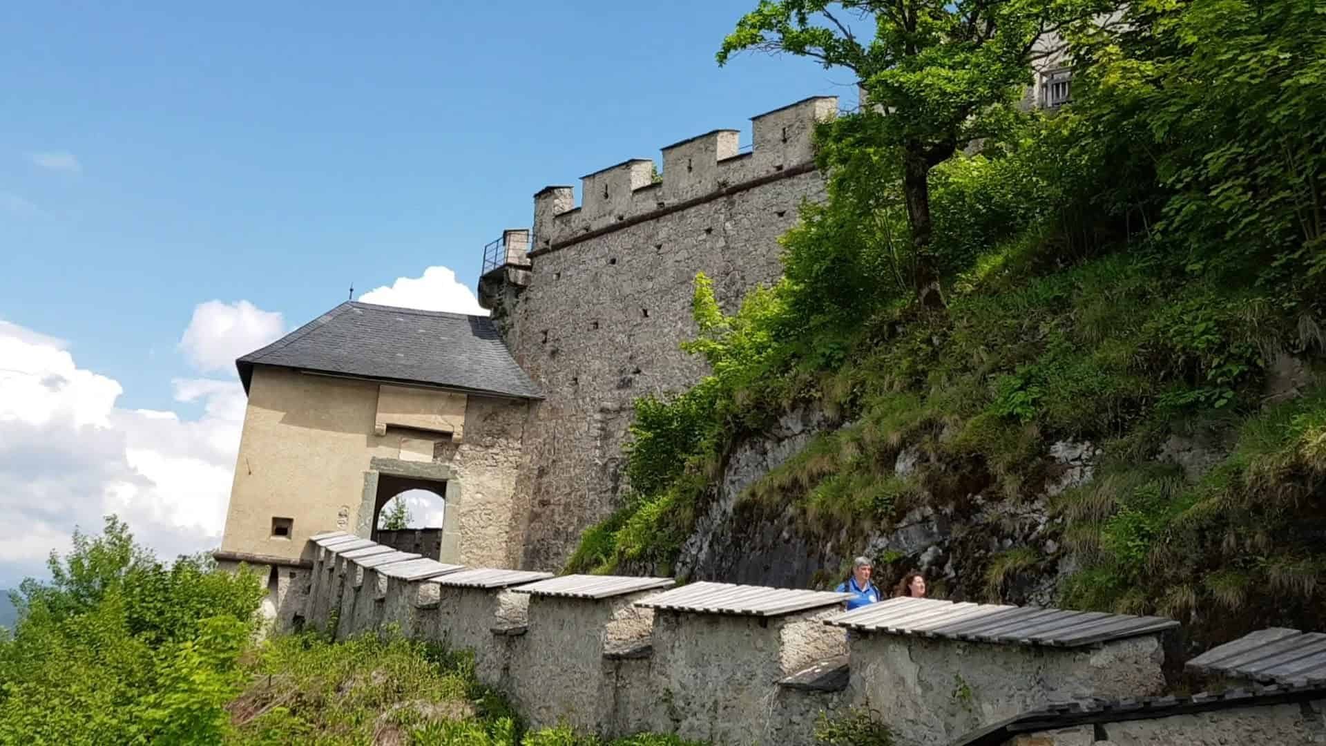 Mittelalterliches Mauertor auf der Burg Hochosterwitz - familienfreundliches Ausflugsziel in Kärnten
