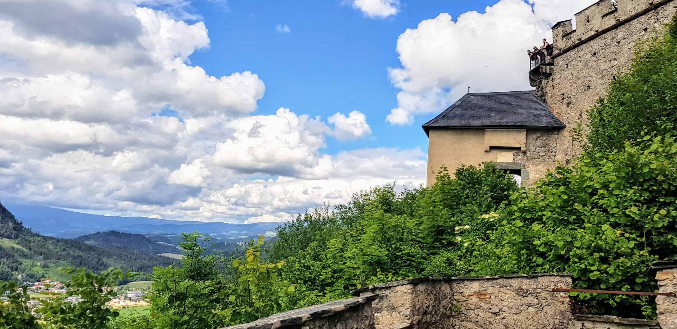 Blick auf Mauertor Hochosterwitz - familienfreundliches Ausflugsziel mit Kärnten Card
