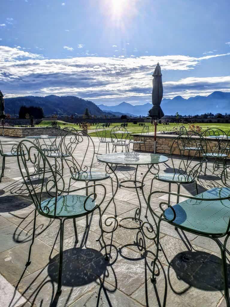 Schloss Rosegg - Schlosscafè mit Blick auf Karawanken in Kärnten