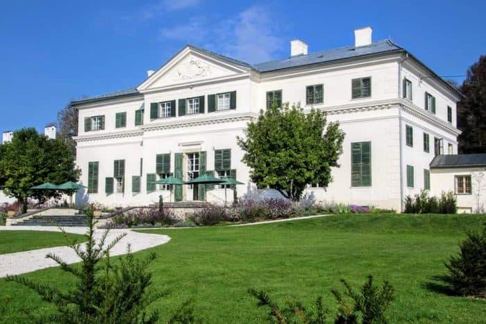 Das Schloss Rosegg in Kärnten: Cafè, Veranstaltungsort & Hochzeitslocation