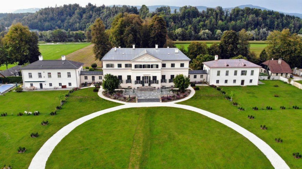Schloss Rosegg - Veranstaltungen, Events und Hochzeiten. Luftbild Ausflugsziel in Kärnten