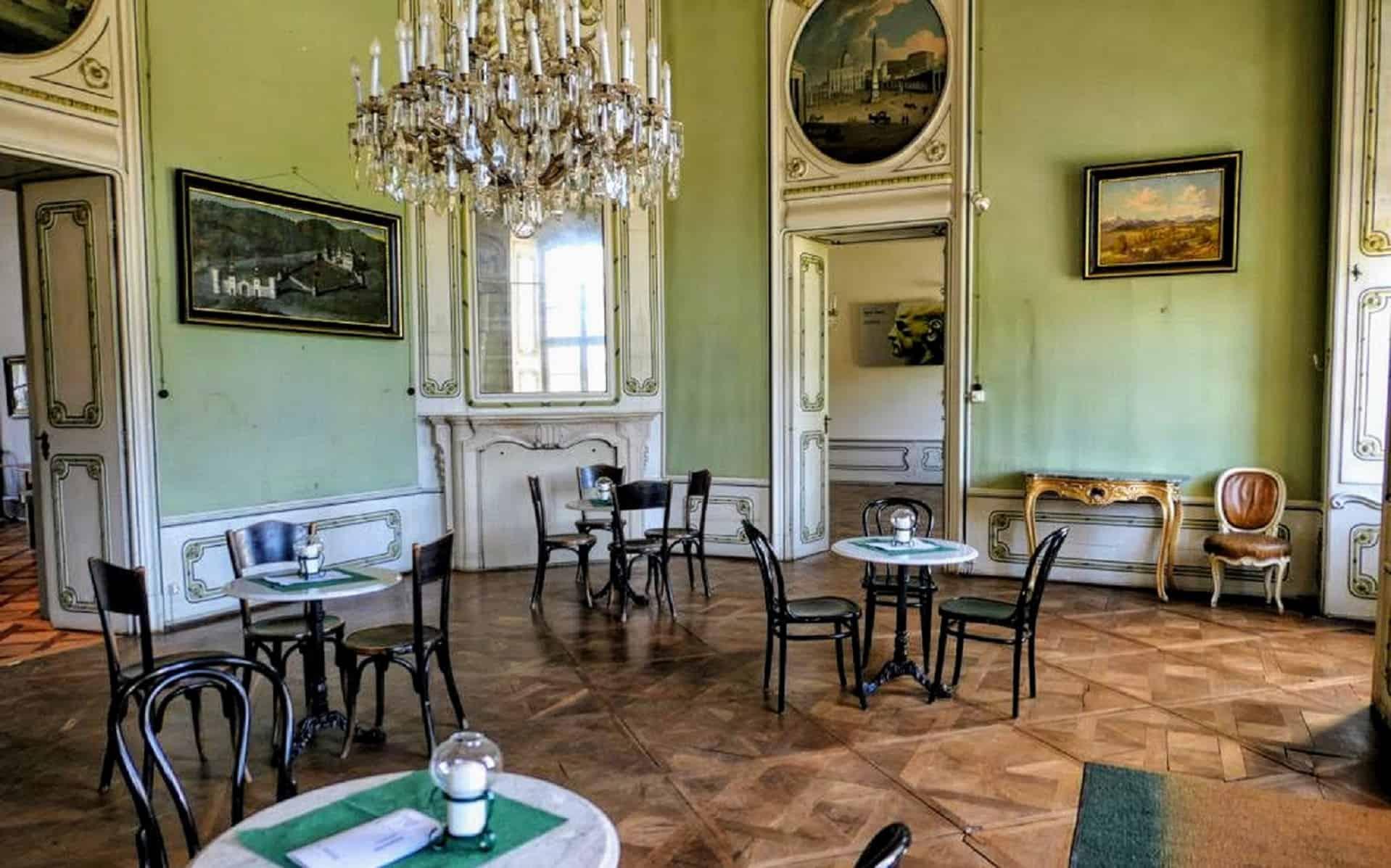 Schlosscafe Rosegg in der Nähe von Velden am Wörthersee. Eigentum Familie Liechtenstein. Geheimtipp für Ausflüge in Kärnten.