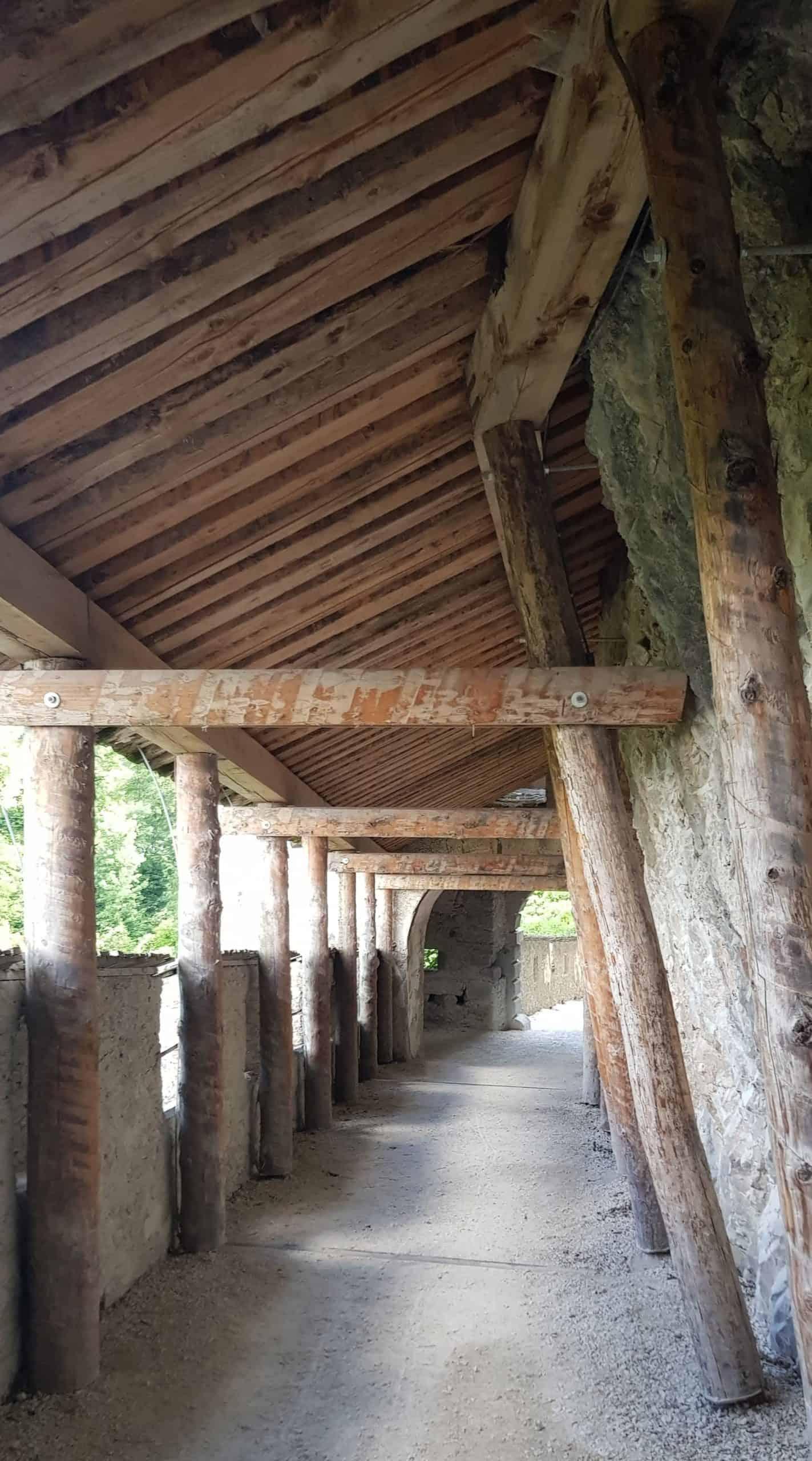 Wächtertor innen. Eines der 14 Burgtore der Burg Hochosterwitz. Geschichtliche Sehenswürdigkeiten in Österreich.