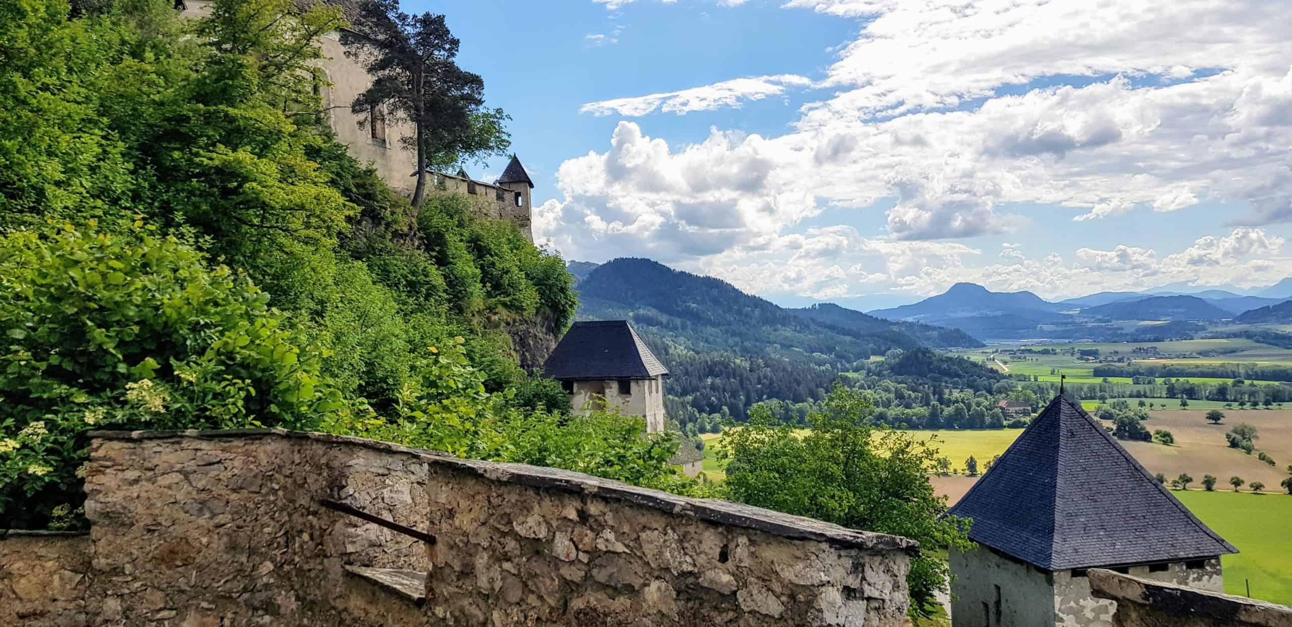 Aussichtsplattform bei Waffentor - eines der 14 Burgtore auf der Hochosterwitz in Kärnten, Nähe Klagenfurt und St. Veit