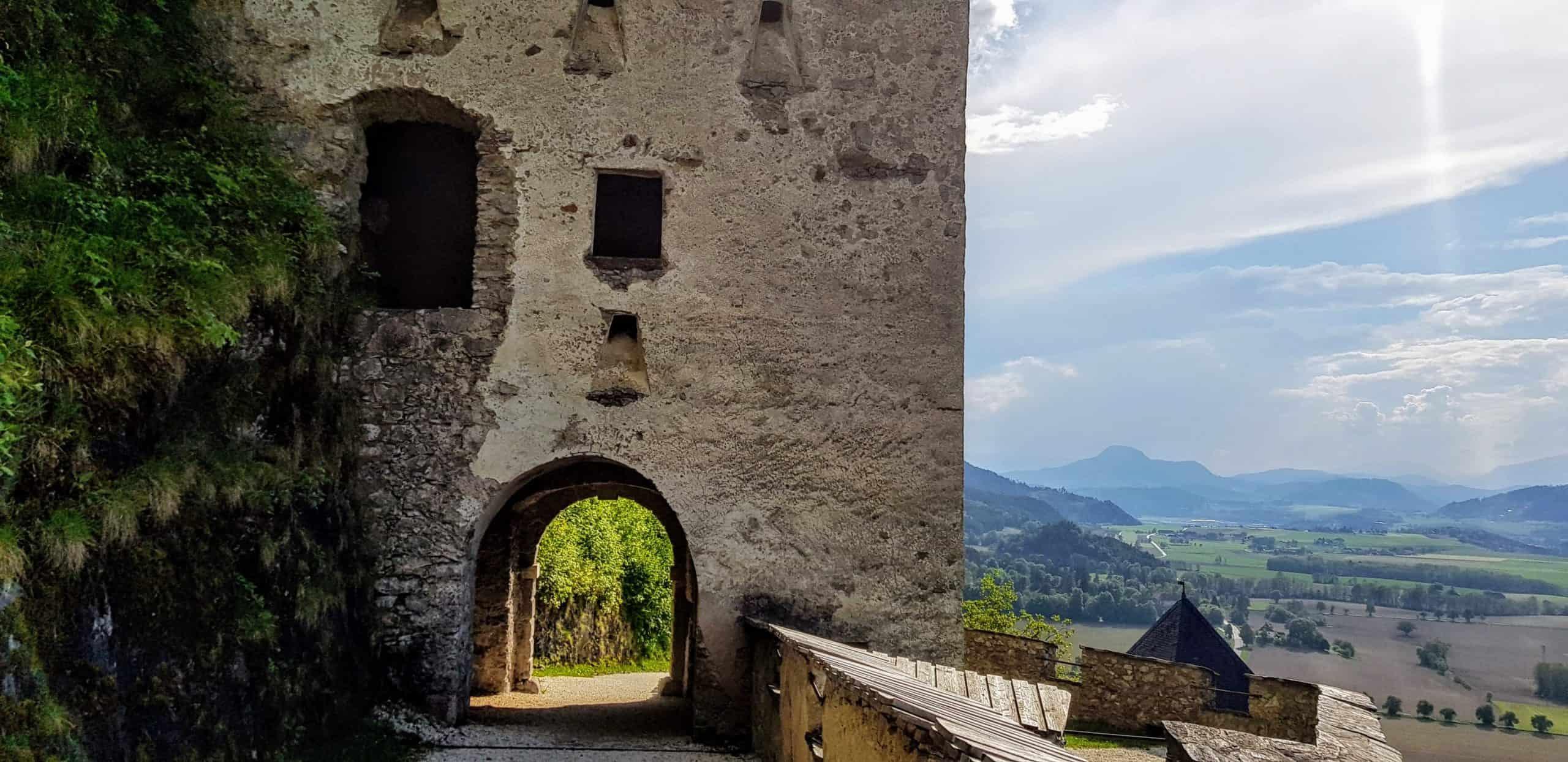 Waffentor - eines der 14 Burgtore der Burg Hochosterwitz in Österreich, Ausflugsziel Nähe St. Veit und Klagenfurt