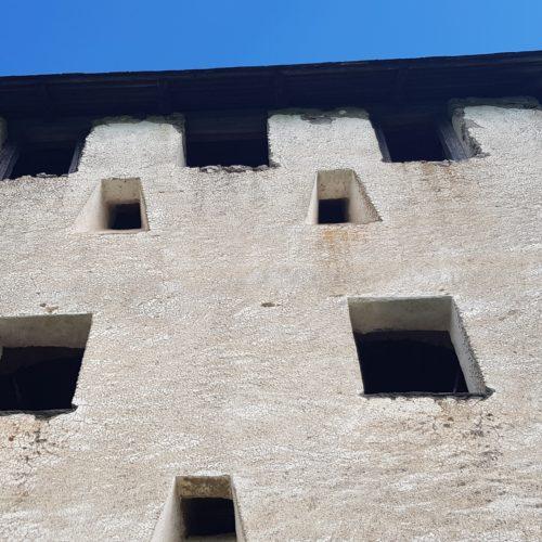 Waffentor - eines der 14 Burgtore der Hochosterwitz in Mittelkärnten, Ausflugsziel Nähe St. Veit und Klagenfurt