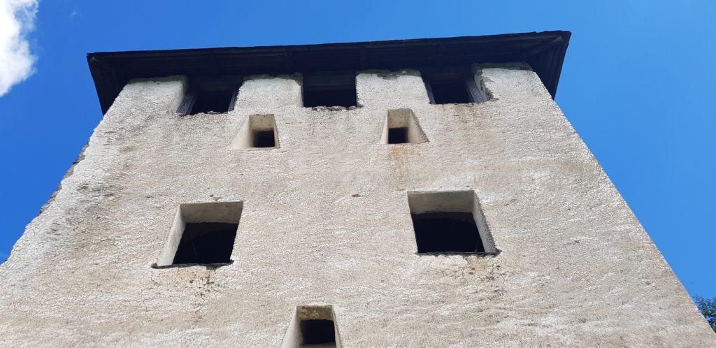Waffentor der historischen Sehenswürdigkeit Burg Hochosterwitz in Österreich