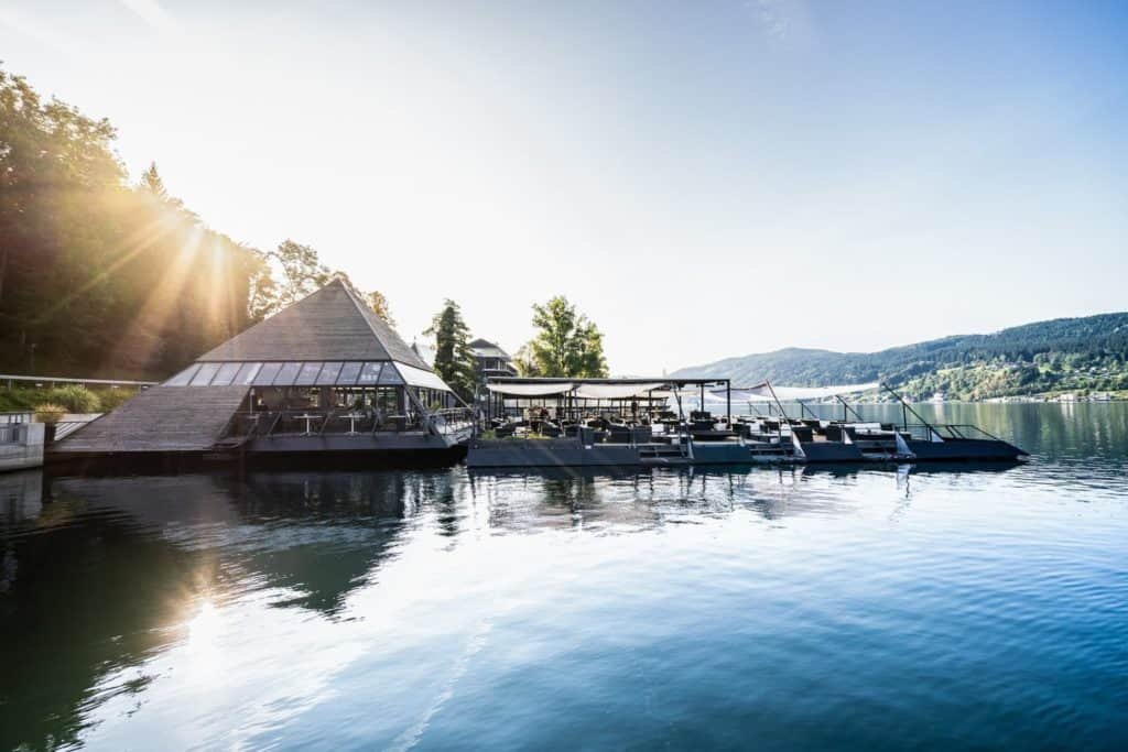 Millstätter See schwimmendes Cafè Kap Pyramide in Millstatt